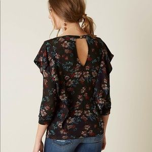 Free People Ruffle Keyhole back Top never worn